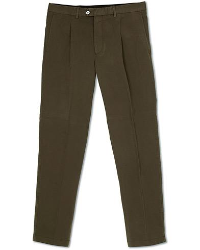 Oscar Jacobson Delon Pleated Cotton Chinos Green